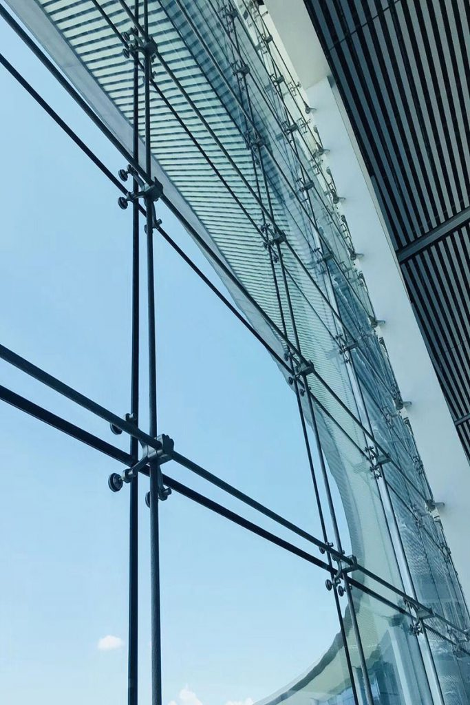 نمای اسپایدر شیشه ای