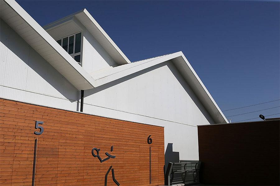 طراحی دیوار باشگاه بدنسازی