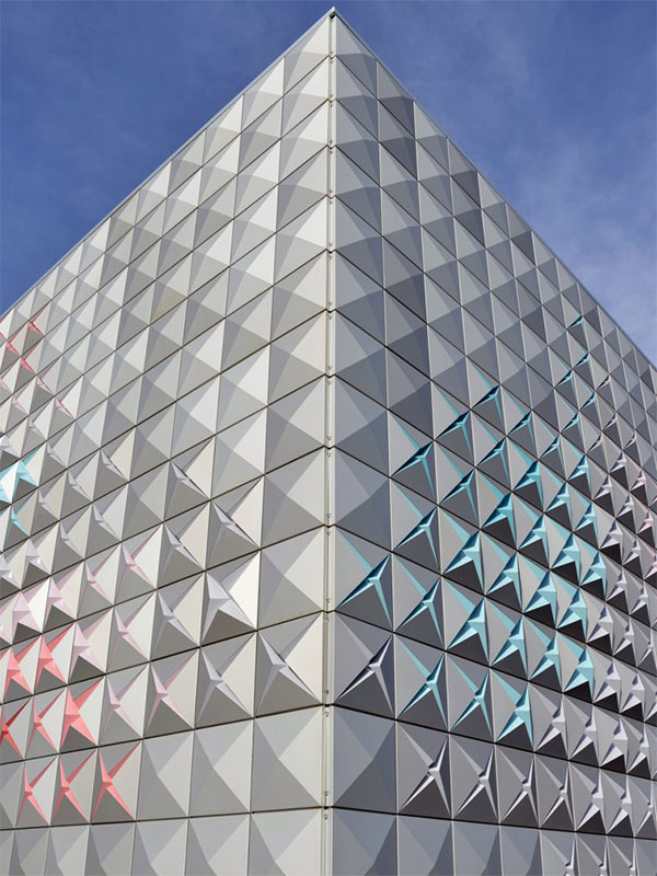 Dynamic facade design