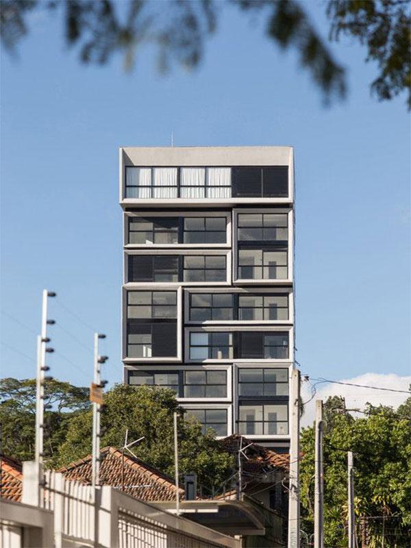 Execution of modern villa facade